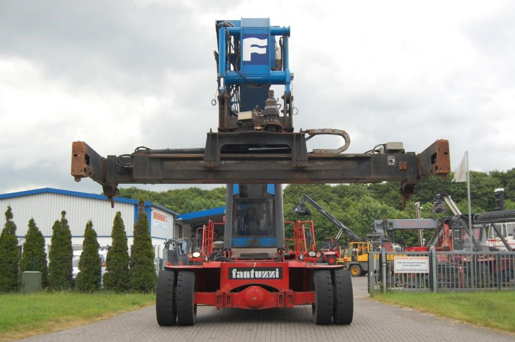 Fantuzzi CS7,5-S6 Empty Container Reachstacker
