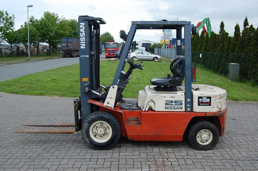 Nissan FJ02A25U Diesel Forklift www.hinrichs-forklifts.com