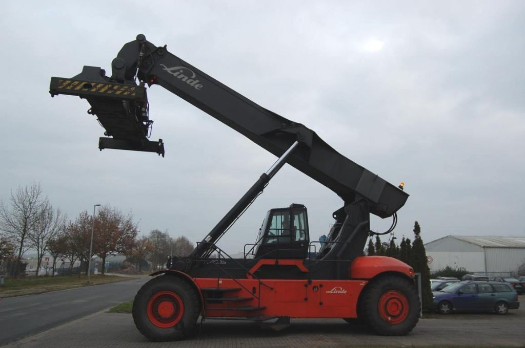 Linde C4535TL Vollcontainer Reachstacker www.hinrichs-forklifts.com