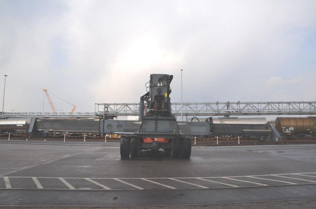 Kalmar DRF420-60S5 Full-container reach stacker