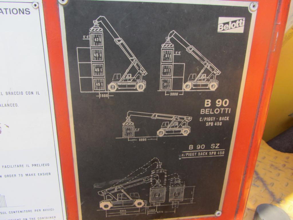 Belotti B90SZ Full-container reach stacker