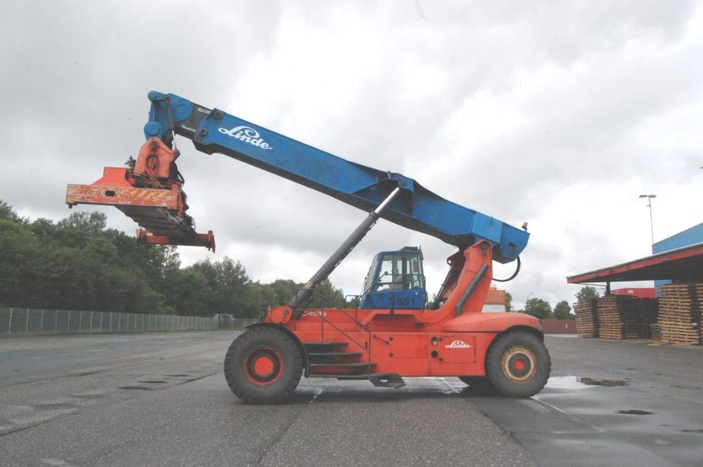Linde C4534TL4 Vollcontainer Reachstacker www.hinrichs-forklifts.com