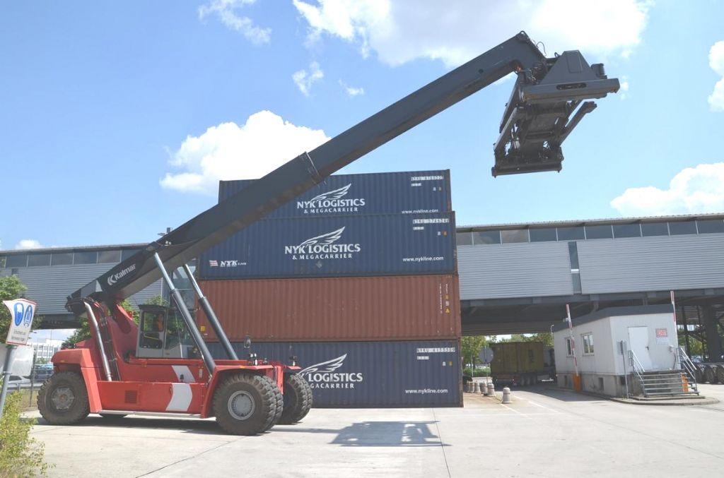 Kalmar DRF400-60C5 Full-container reach stacker