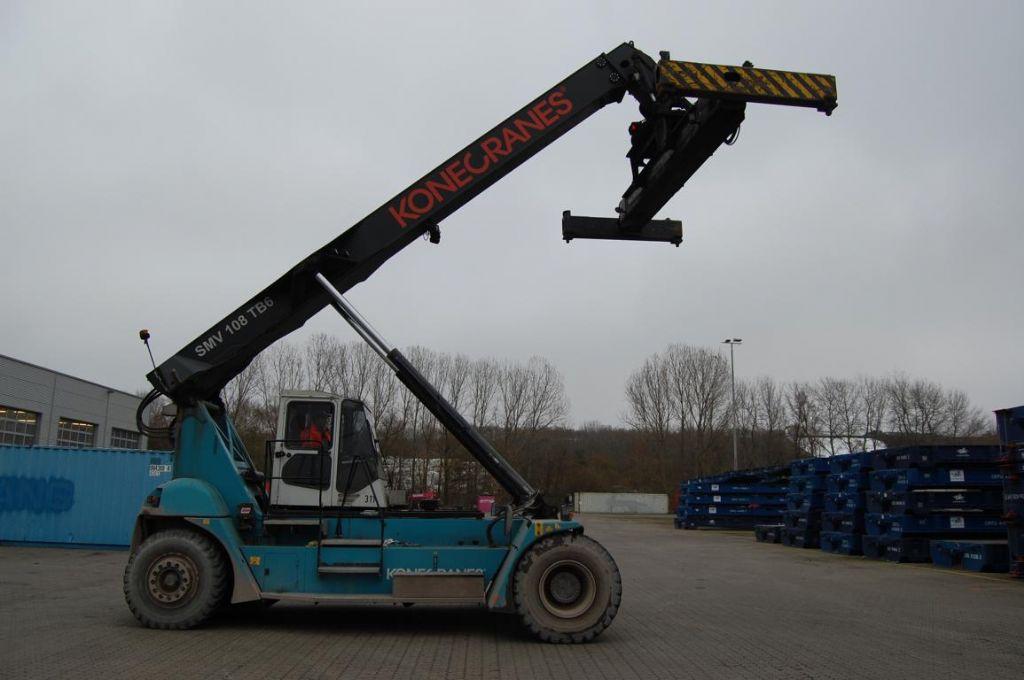 SMV SC108TB6 Empty Container Reachstacker
