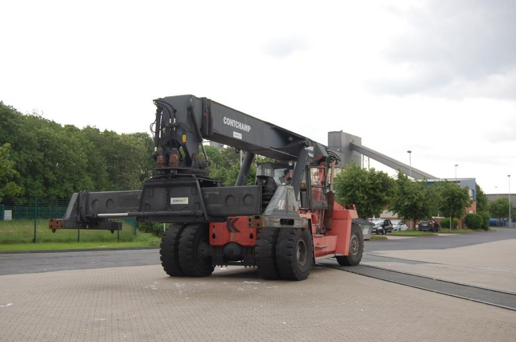 Kalmar DRD420-65S5 Full-container reach stacker