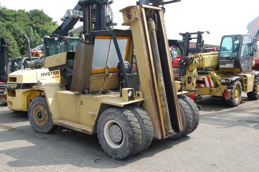 Caterpillar V300 Heavy Forklifts www.hinrichs-forklifts.com