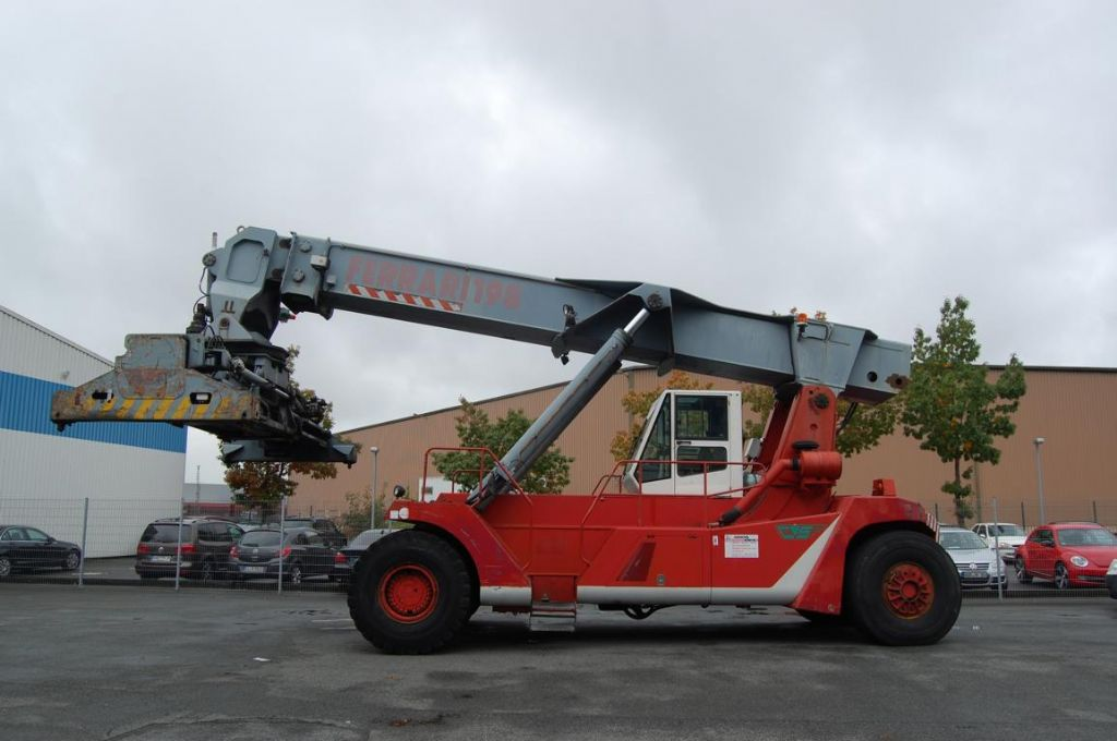CVS Ferrari F198.5 Full-container reach stacker www.hinrichs-forklifts.com
