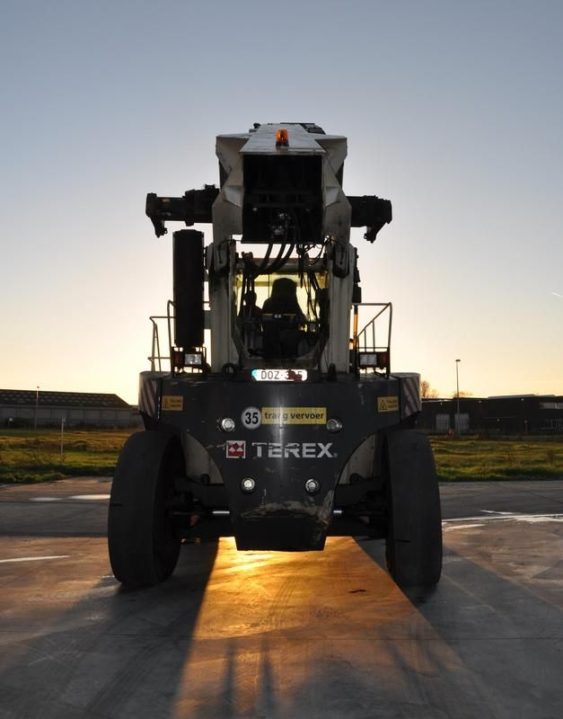 Terex CS45KM Full-container reach stacker