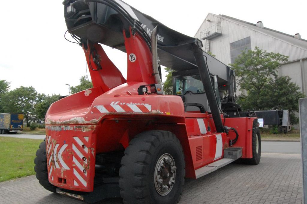 Kalmar DRF450-60S5 Full-container reach stacker