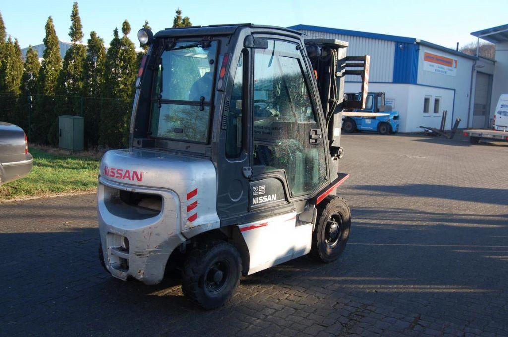 Nissan FD02A250 Diesel Forklift