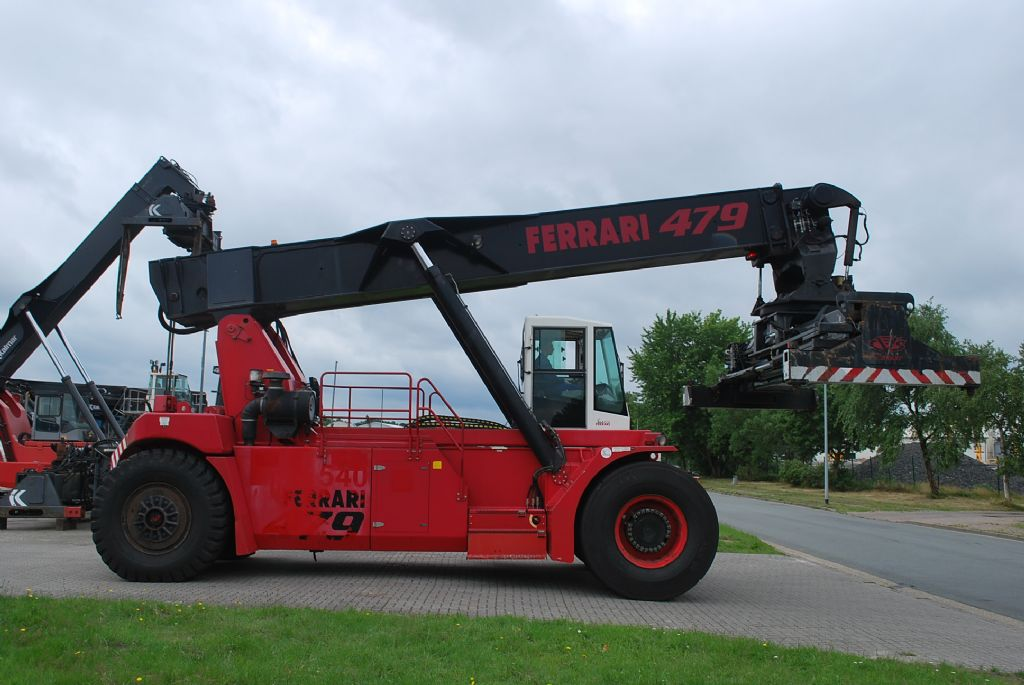 CVS Ferrari F479.5 Vollcontainer Reachstacker www.hinrichs-forklifts.com