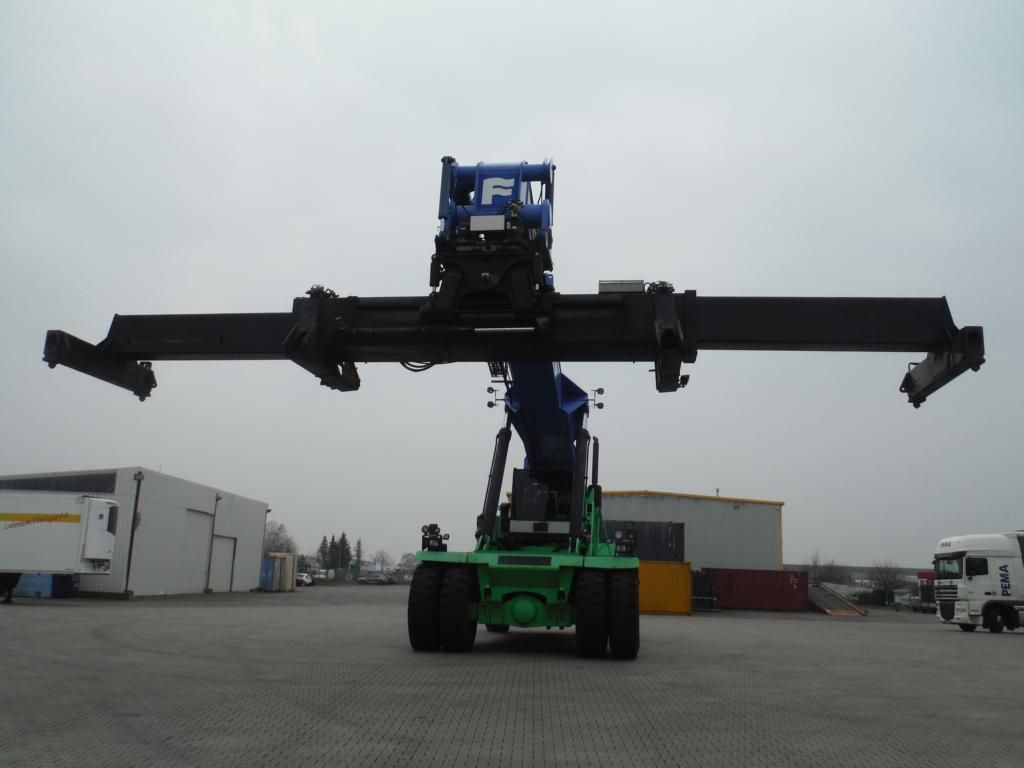 Fantuzzi SC45KM Full-container reach stacker