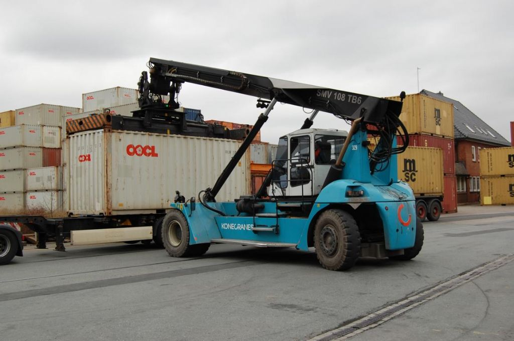 SMV 108TB6 Empty Container Reachstacker