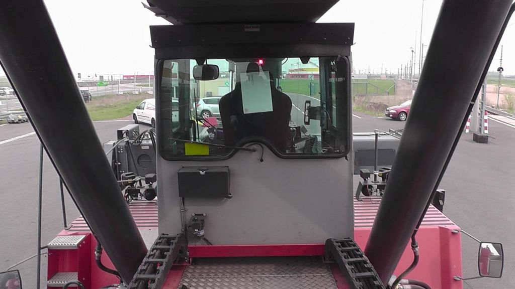 Kalmar DRF420-60S5 Full-container reach stacker