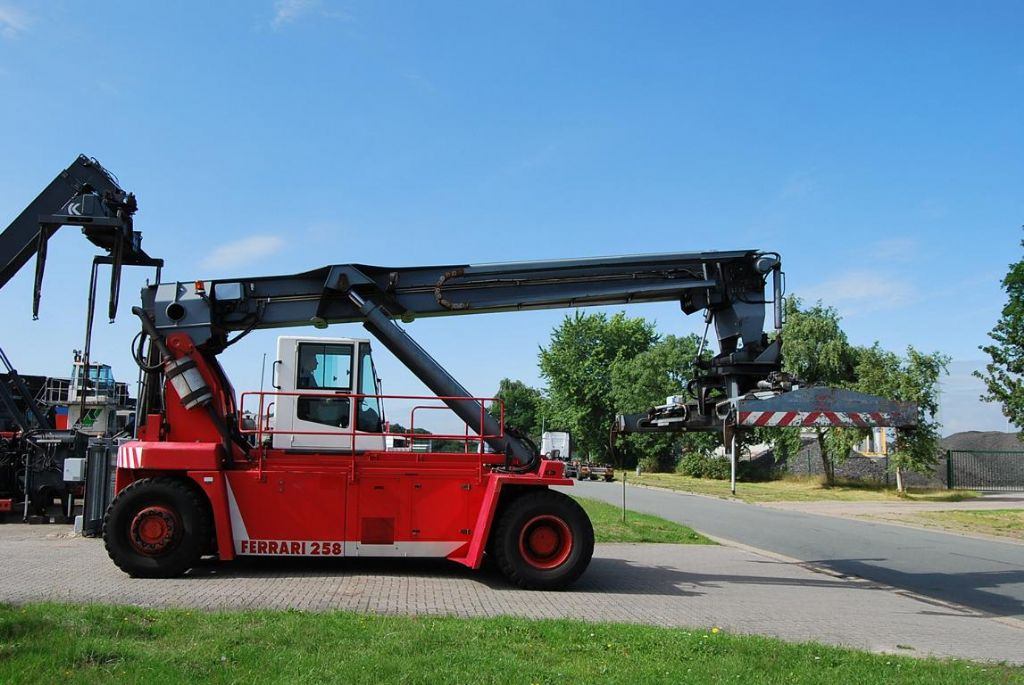 Reachstacker-CVS Ferrari-F258.6