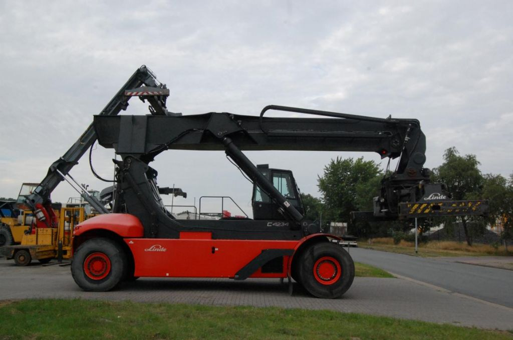 Linde C4234TL Full-container reach stacker www.hinrichs-forklifts.com