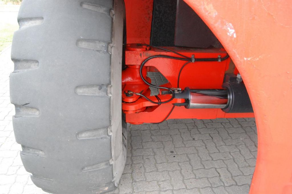 Linde C4234TL Full-container reach stacker