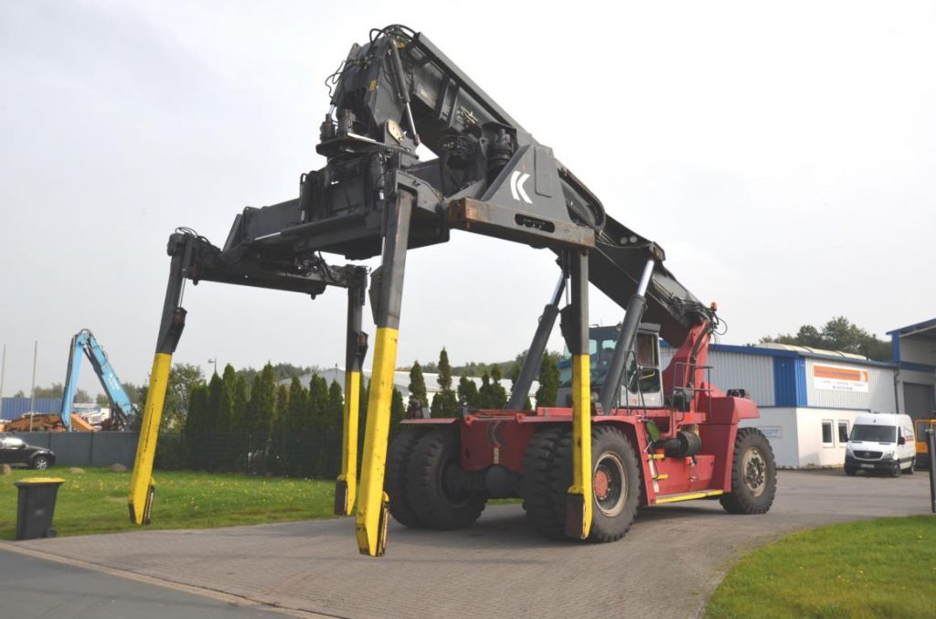 Kalmar DRF450-60C5X Full-container reach stacker