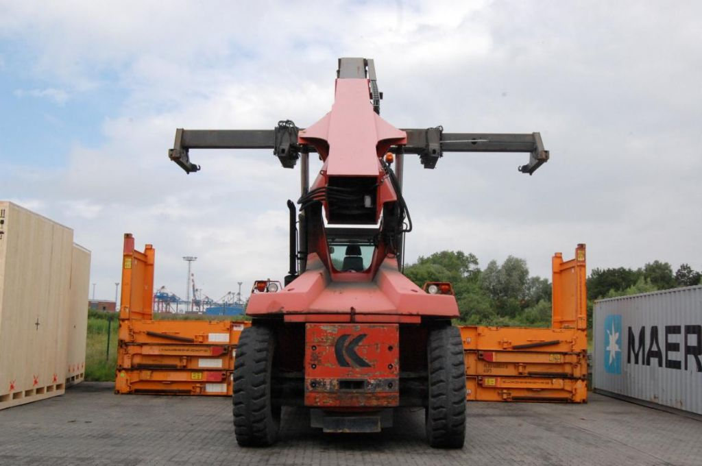 Kalmar DRD450-70C5X Full-container reach stacker