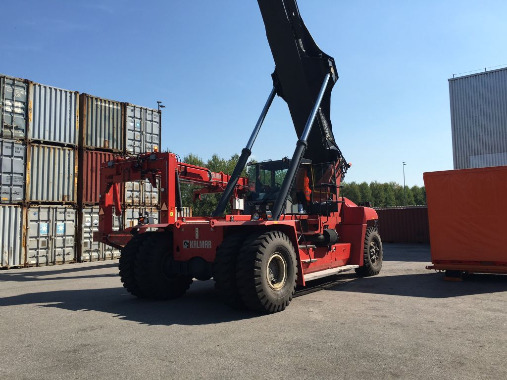 Kalmar DRF450-65S5L Full-container reach stacker