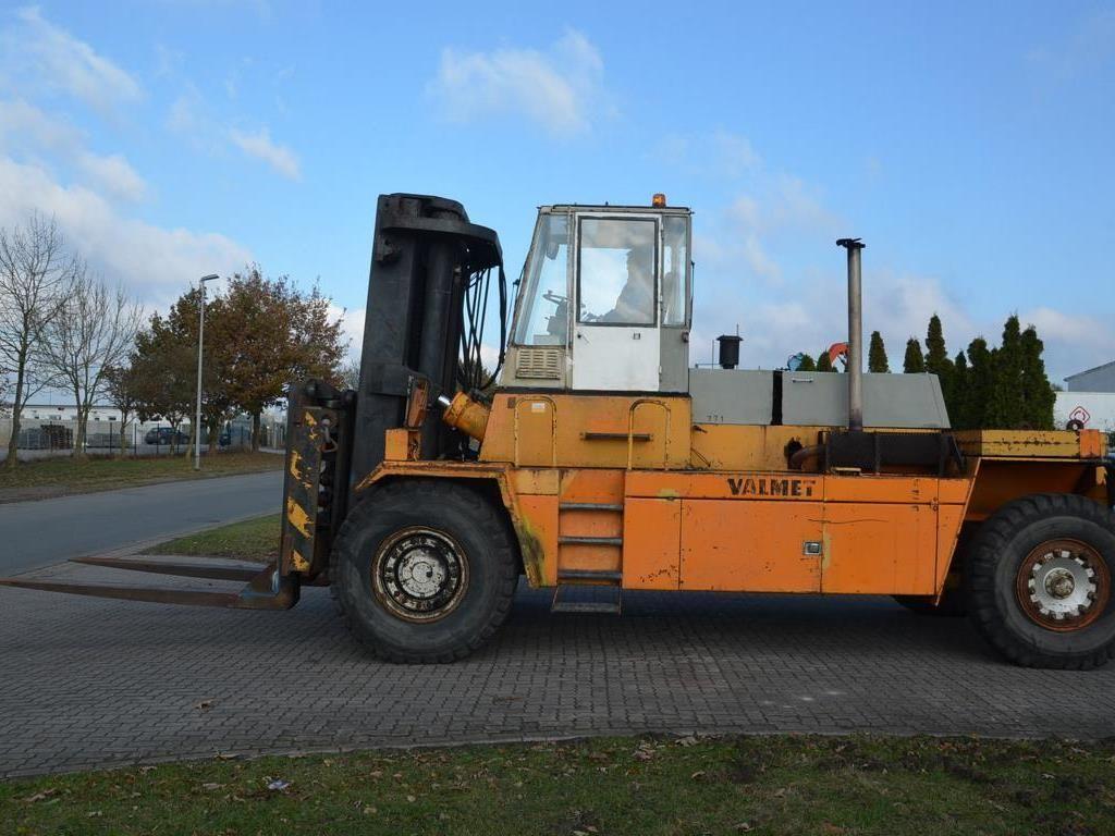 Valmet TD3012 Heavy Forklifts www.hinrichs-forklifts.com