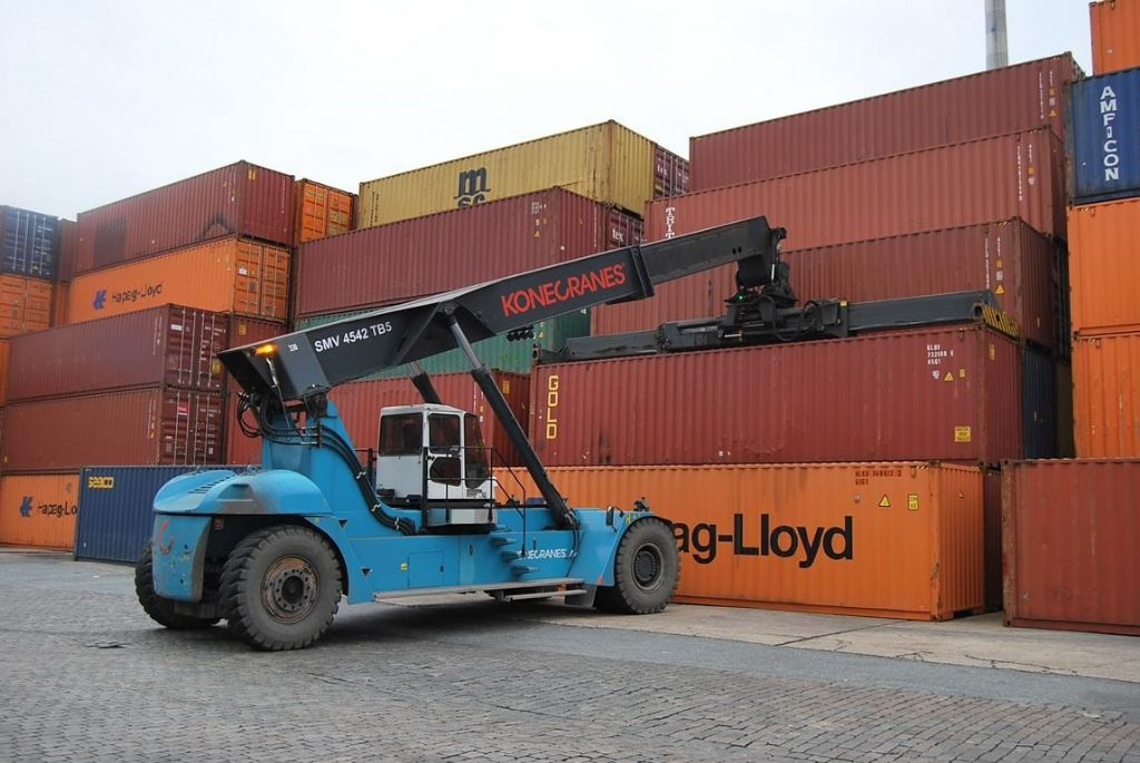 SMV SC4542TB5 Full-container reach stacker