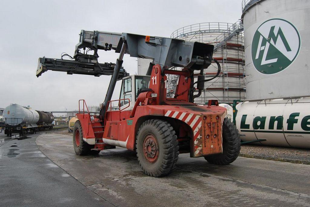 CVS Ferrari F178 Full-container reach stacker