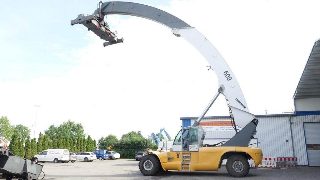 Liebherr LRS645 Full-container reach stacker