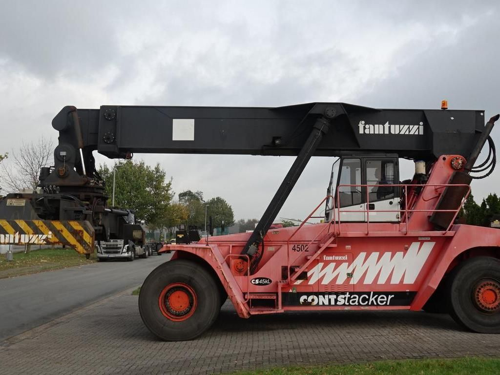 Fantuzzi CS45KL Vollcontainer Reachstacker www.hinrichs-forklifts.com