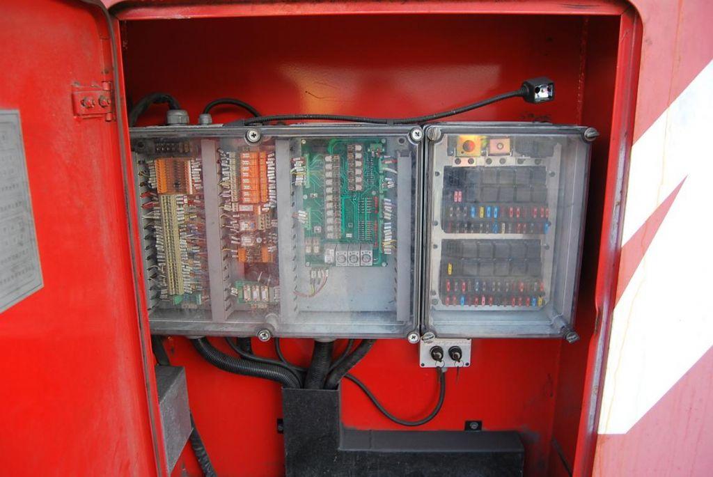 Fantuzzi CS45KL Full-container reach stacker