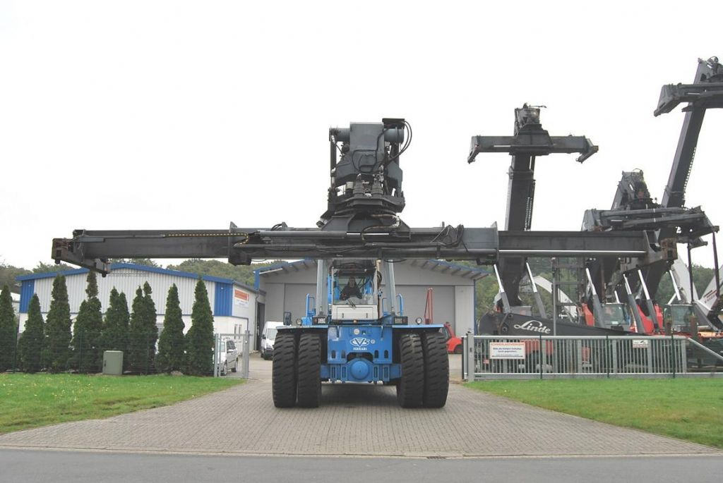 CVS Ferrari-F379.5-Vollcontainer Reachstacker www.hinrichs-forklifts.com