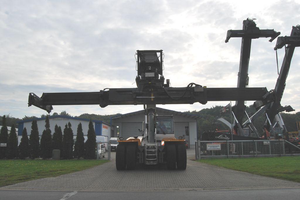 Liebherr LRS645 Full-container reach stacker