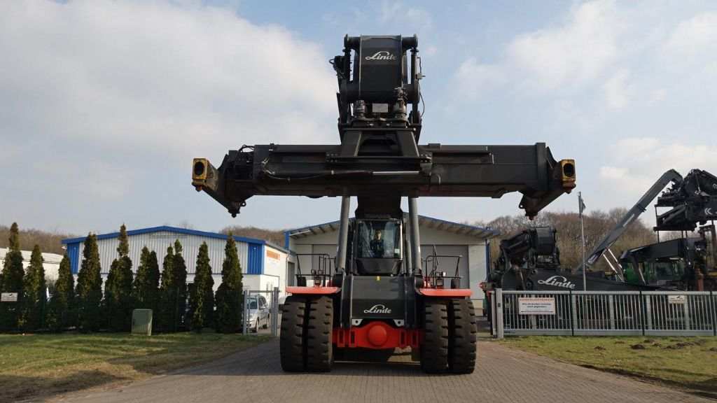 Linde C4531TL Full-container reach stacker