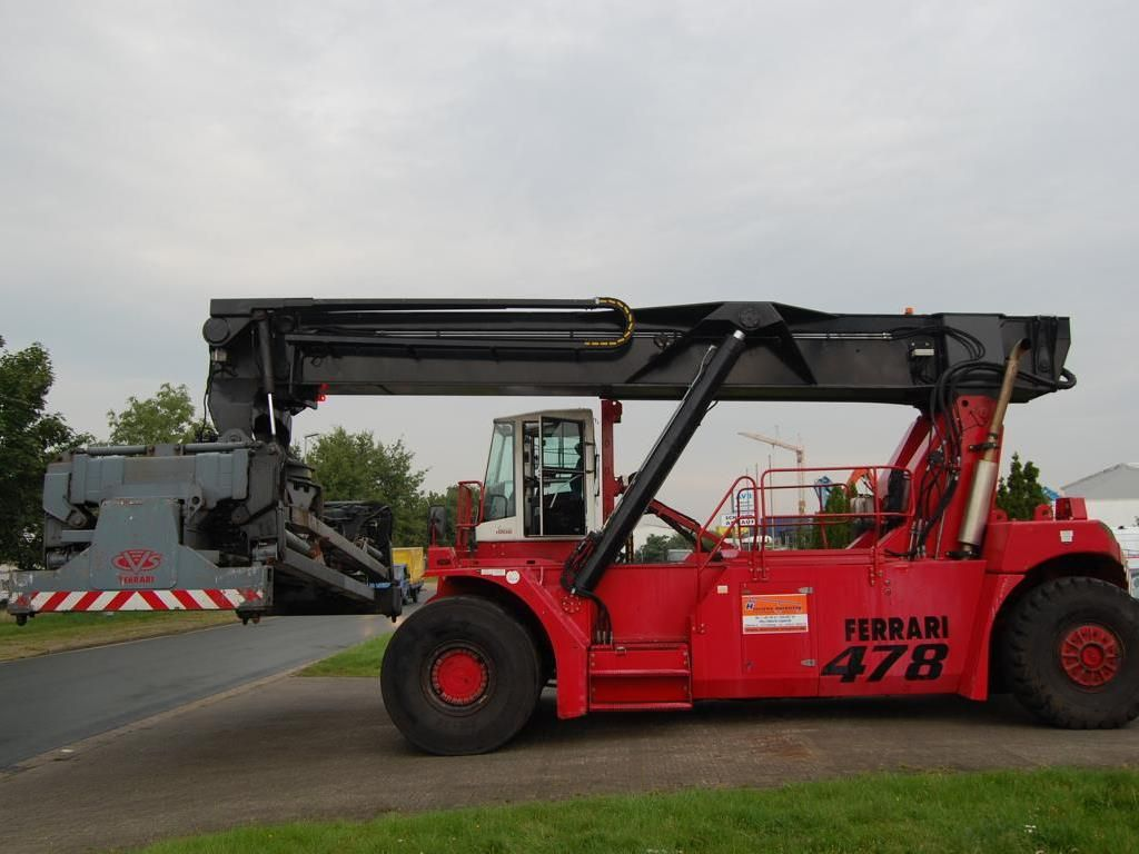CVS Ferrari F478.5PB Full-container reach stacker www.hinrichs-forklifts.com