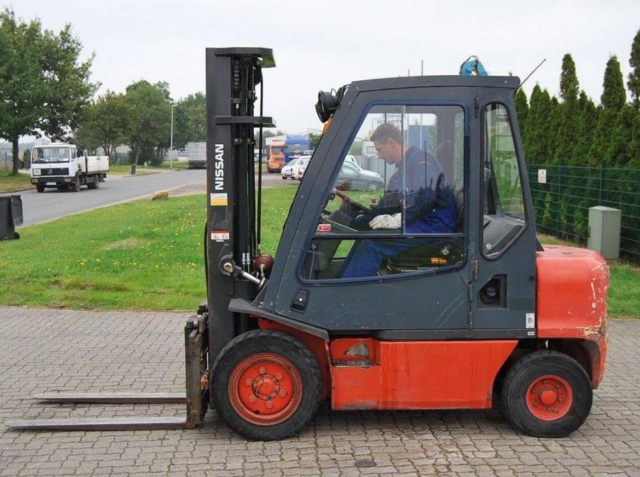 Nissan FGD02A300 Diesel Forklift www.hinrichs-forklifts.com