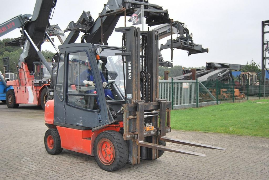 Nissan FGD02A300 Diesel Forklift