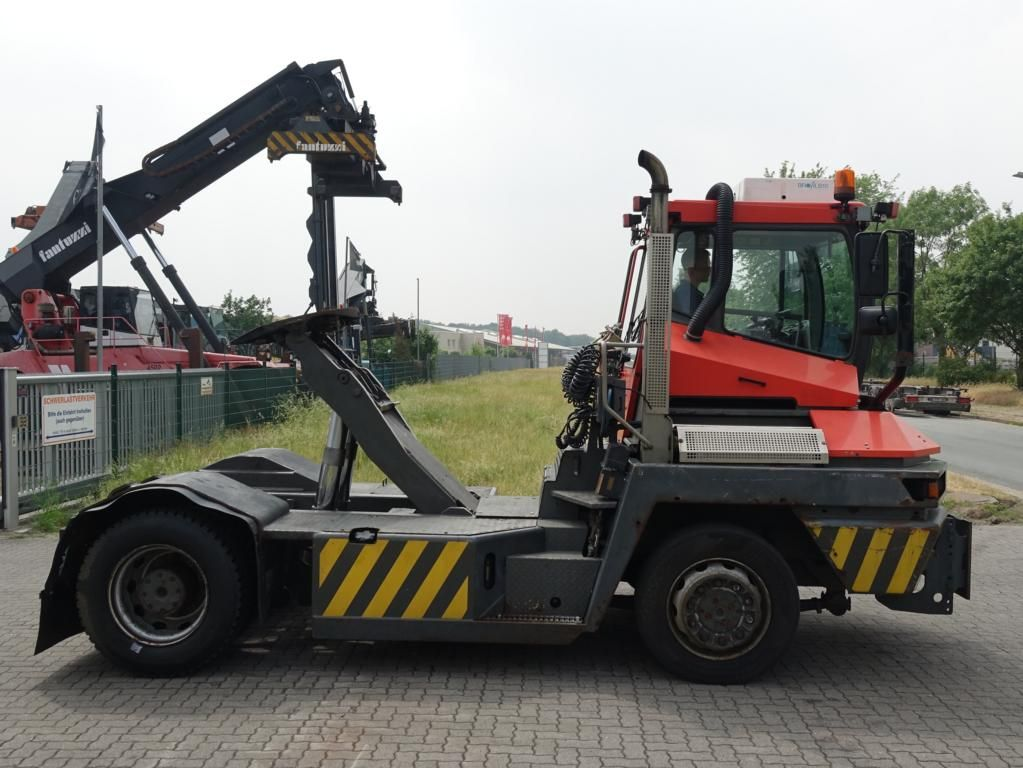 Terberg RT222 4x4 RoRo Terminal tractor www.hinrichs-forklifts.com