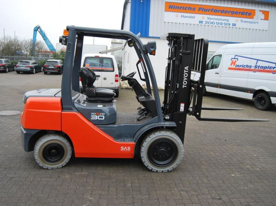 Toyota 02-8FDF30 Frontale Diesel  www.hinrichs-forklifts.com