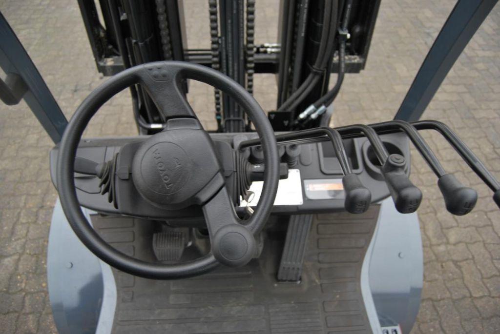 Toyota02-8FDF30