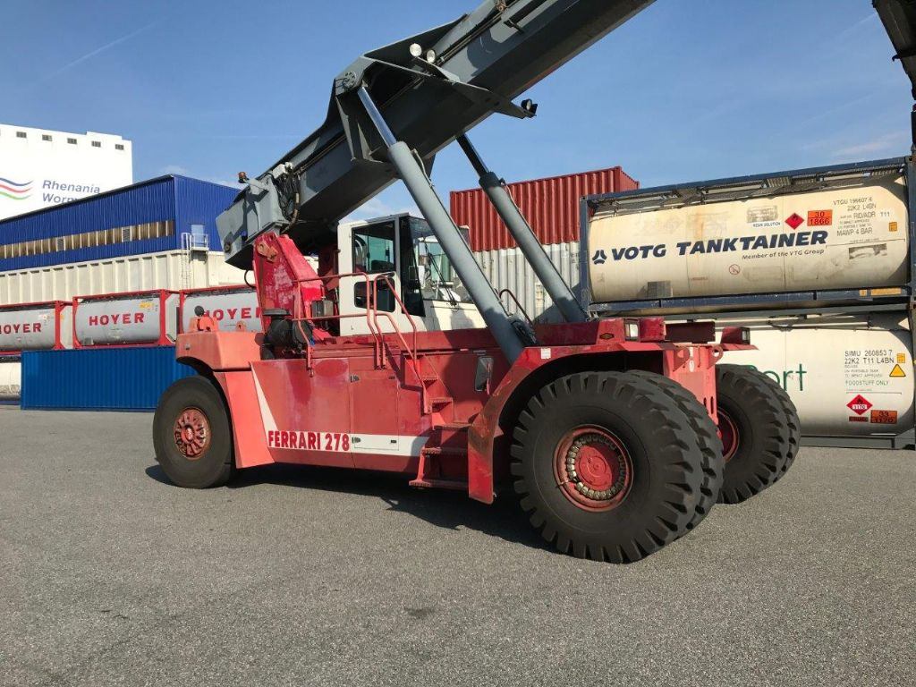 CVS Ferrari F278.5PB Full-container reach stacker www.hinrichs-forklifts.com