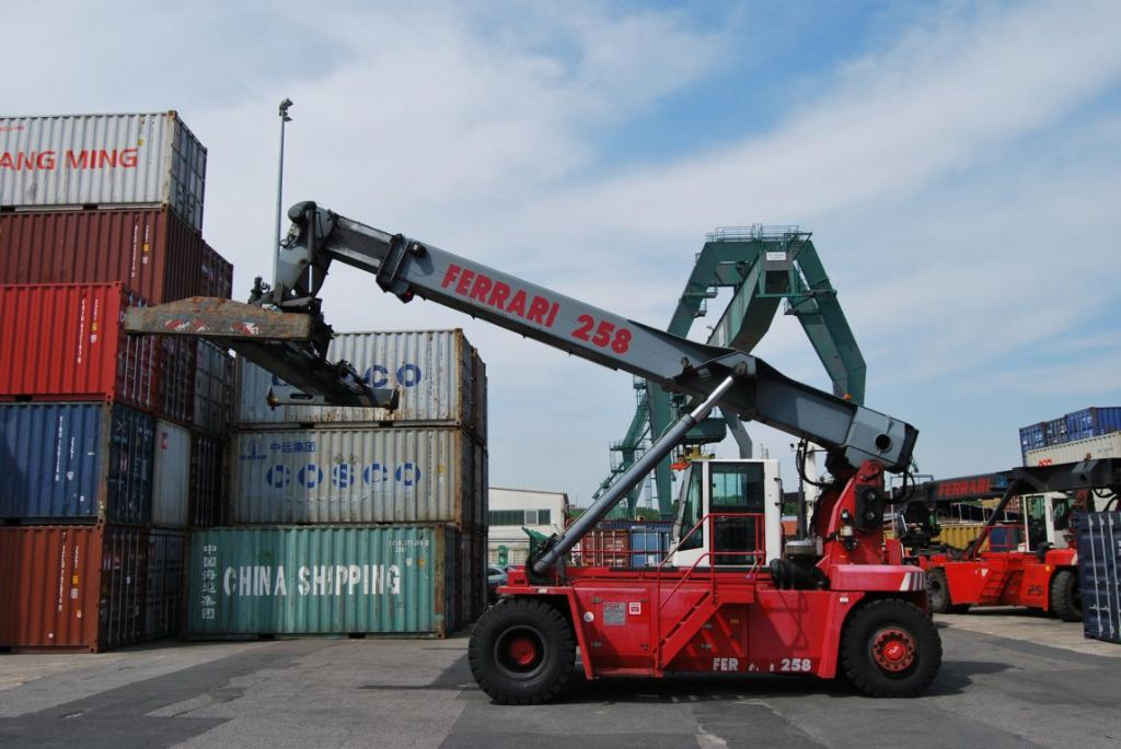 Leer Container Reachstacker-CVS Ferrari-F258.6