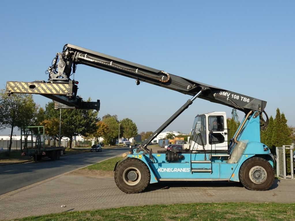 SMV SC108TB6 Leercontainer Reachstacker