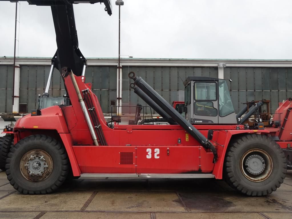 Kalmar DRF450-65S6X Full-container reach stacker