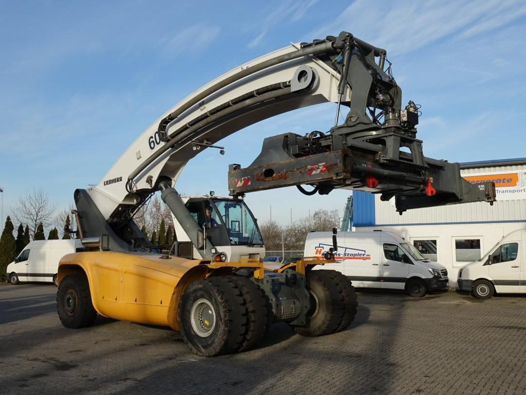 Liebherr LRS645 Vollcontainer Reachstacker
