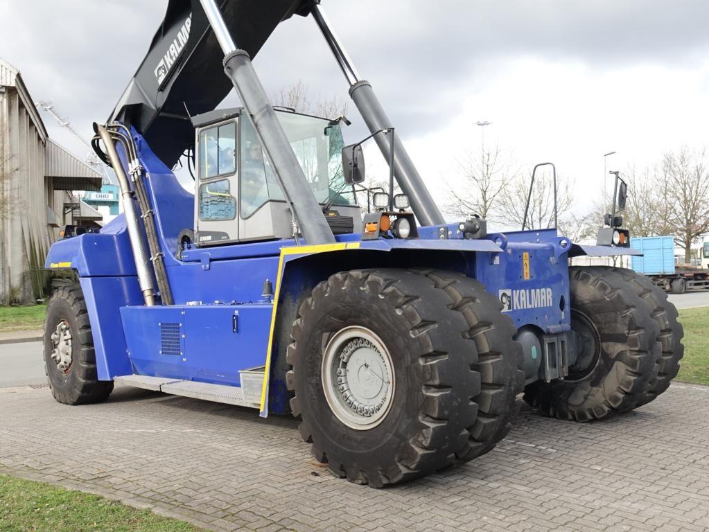 Kalmar DRF450-60S5 Full-container reach stacker