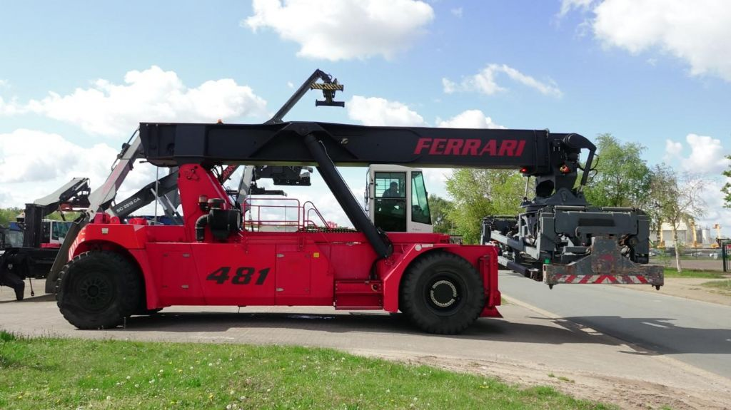CVS Ferrari F481PB Vollcontainer Reachstacker