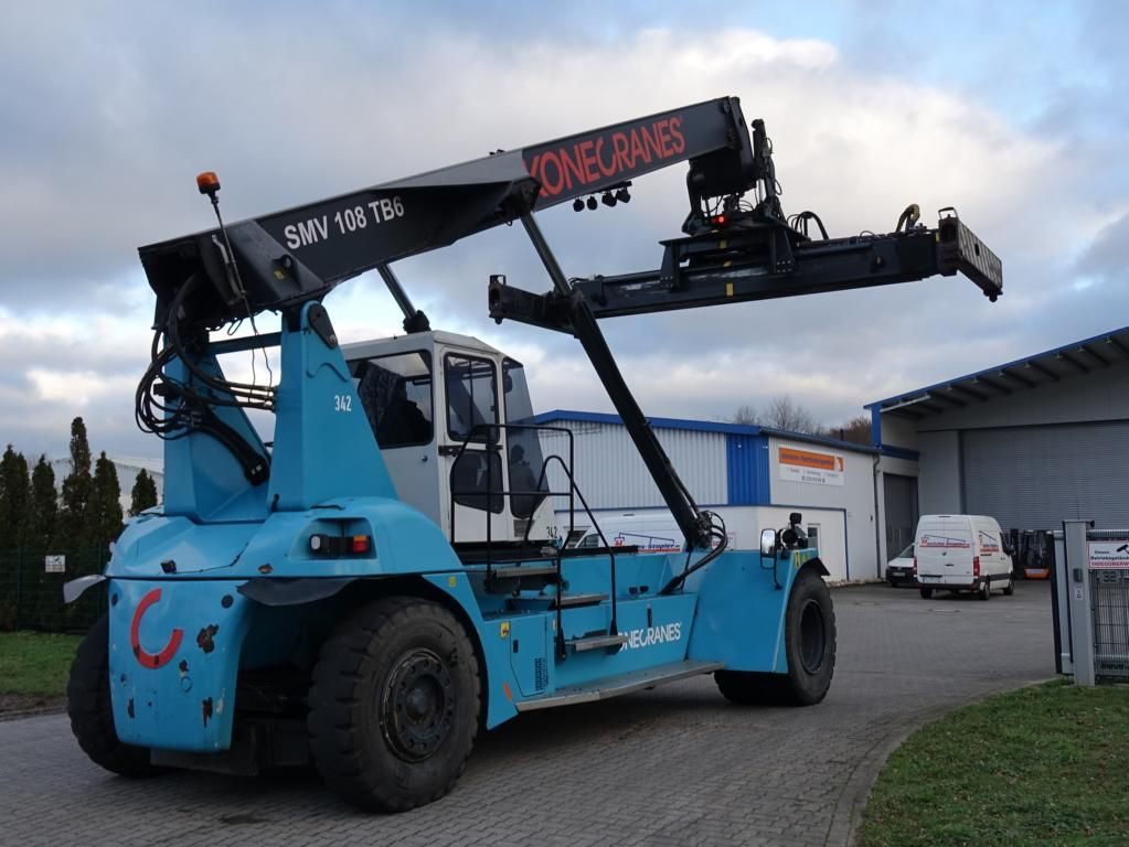 SMV SC108TB6 Empty Container Reachstacker