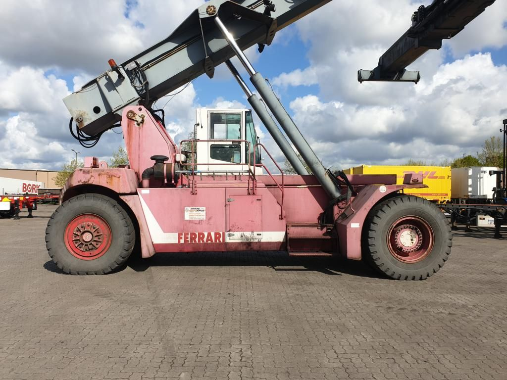 CVS Ferrari F279.5 Vollcontainer Reachstacker www.hinrichs-forklifts.com