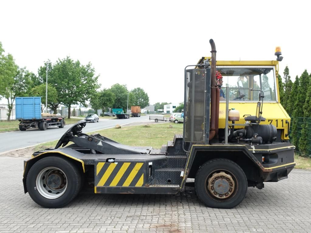 Terberg RT28 4x4 Terminal tractor www.hinrichs-forklifts.com