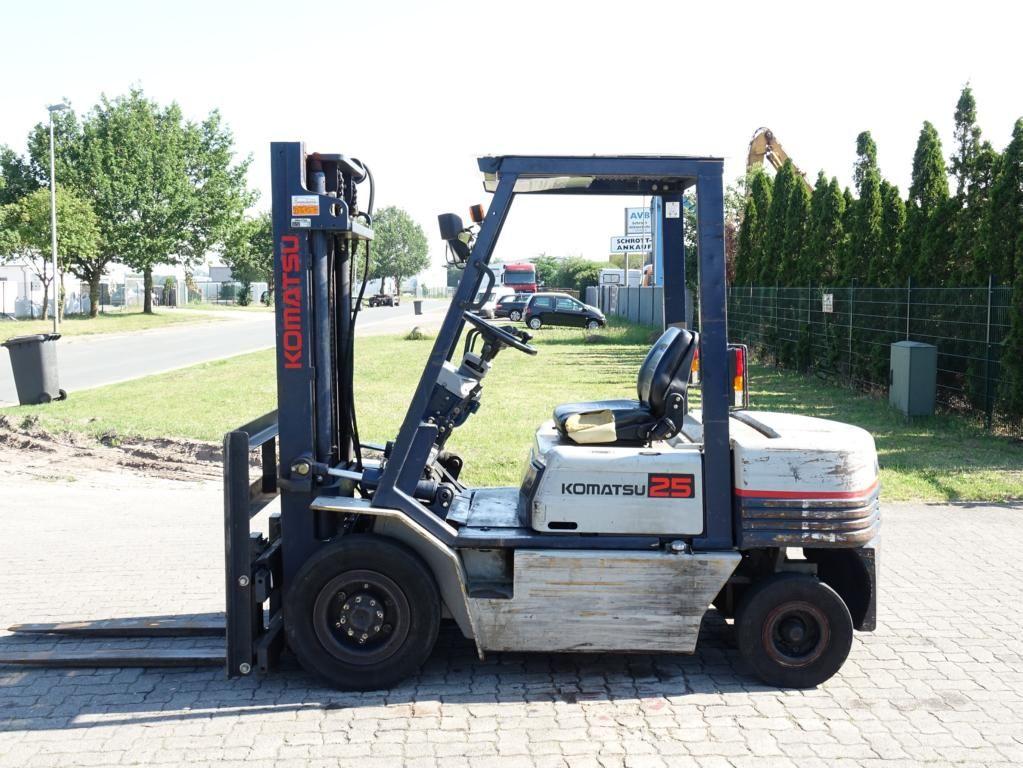 Komatsu FD25T-11E Diesel Forklift www.hinrichs-forklifts.com